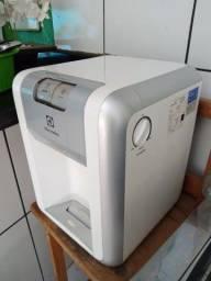 Título do anúncio: Vendo ou troco purificador Electrolux