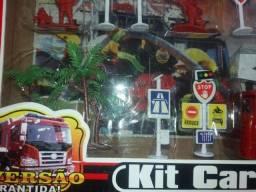 Título do anúncio: Kit carrinhos com posto de gasolina