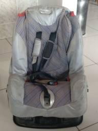 Cadeira de bebê usada.