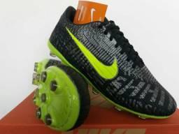 Chuteira Nike Campo Preta e Azul !!