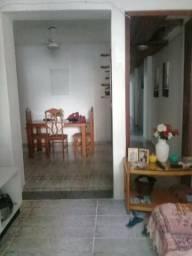 Casa de 4 andares na Glória, com renda de alugueis