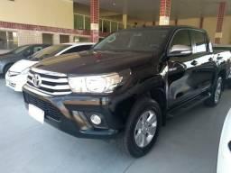 Toyota Hilux srv automática semi nova - 2017