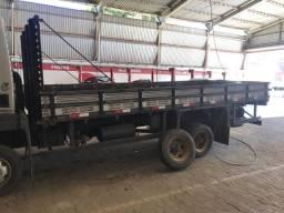 Carroceria caminhão 3/4 muito nova