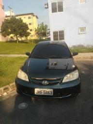 Vendo dois carros. <br>Honda Civic 2005.<br>Voyage 2011.