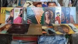 Conjunto discos vinil e piano