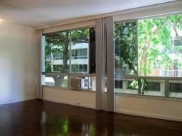 Apartamento impecável na excepcional e tranquilíssima Rua Barão de Jaguaripe !!
