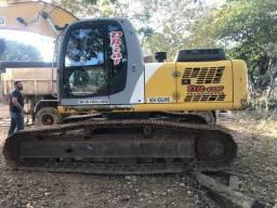 Escavadeira New Holand E215, muito nova!