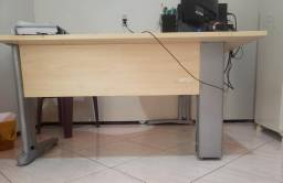 Mesa biro ou escrivania