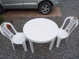 Mesa plástica (ler anúncio)