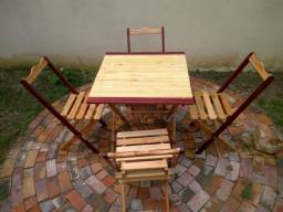 Título do anúncio: Mesa com cadeiras dobráveis.