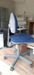 Título do anúncio: Cadeira giratiria