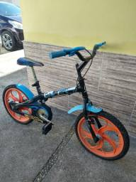 Bicicleta infantil Hot Wheels
