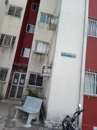 alugo apartamento com 2 quartos, na kennedy