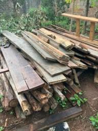 Escoras de construção e madeira para caixaria