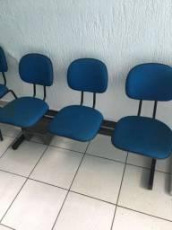 Armário auxiliar e cadeiras