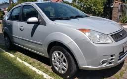 Fiesta sedan 1.0.$18.800 - 2009