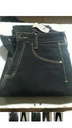 Calça jeans preta de cintura alta