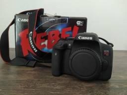 Canon T6i com bateria extra