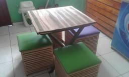 Vende-se um conjunto de mesa com 4 pulf