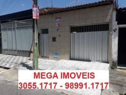 Alugo casa com garagem 2 quartos na Parangaba