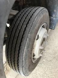 Caminhão Acello 815 - 2012