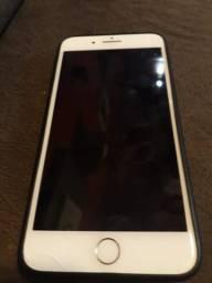 IPhone 8 Plus 64gb com pequeno trincado na tela
