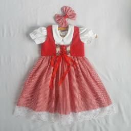 Vestido + Colete + Laço + Saia de filó