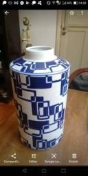 Antigo vaso em cerâmica