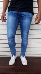 Calças masculinas disponiveis