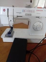 Título do anúncio: Maquina de costura singer