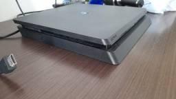 Título do anúncio: Vendo console PS4 slim com controle