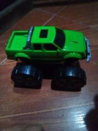 Caminhonete verde  trooper 4x4