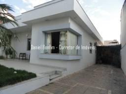 Casa lote inteiro e piscina no bairro Grã-Duquesa