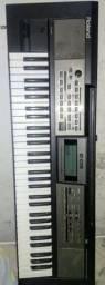 Teclado musical Roland E-9