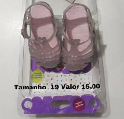 Vendo calçados de menina