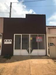 Alugo casa germinada na Aureny 02, Rua Piauí, QD. 08, lote 13