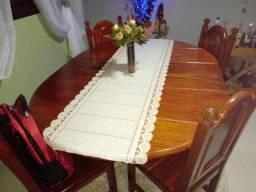 Mesa com quatro cadeiras madeira