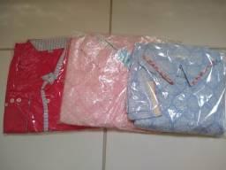 Camisas masculinas e camisetes feminino