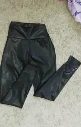 Calça couro falso 20, cropped 30 , calça camuflada 30
