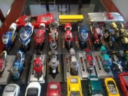 Carros e motos miniaturas para colecionadores