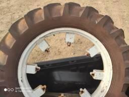 Jogo de rodas com pneus p/trator