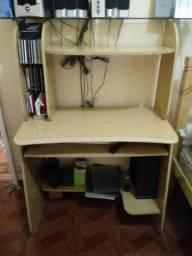 Armário de 6 portas, cama de casal com colchão e escrivania de computador