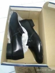 Jaqueta de couro , sapato social / 41/42 TD novo...