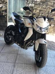 Kawasaki Z750 muito linda sem detalhes - 2011