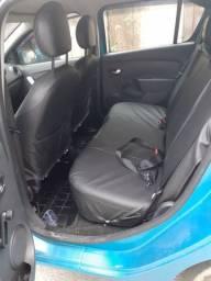 Carro renault sandero azul