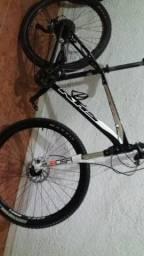 Bike Khs aro 27.5 Bike muito boa.  Grupo Shimano deore xt