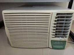 Título do anúncio: Ar condicionado janela Silentia Springer 12.300 BTU - quadrado/caixa