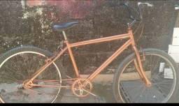 Título do anúncio: Bicicleta td ok conservada nao abaixo preco aseito pix nao quero rolo