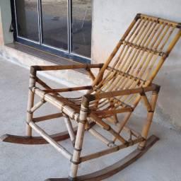 Cadeira de balanço em bambu