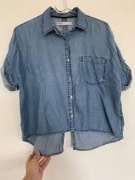 Camisa jeans curta com abertura nas costas - Tamanho M